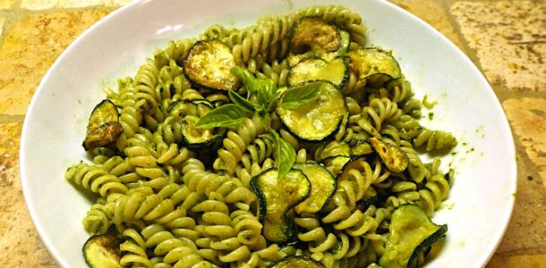 Fusilli al Pesto con Zucchine