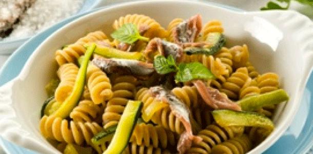 ricettevideo-thumb-Fusilli-con-Zucchine-e-Pesce-Spada